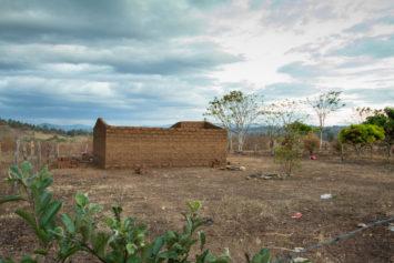 Casa de barro sin techo